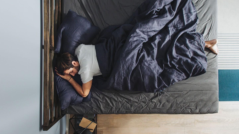 Bei Müdigkeit sollte man rasch ins Bett und schlafen..